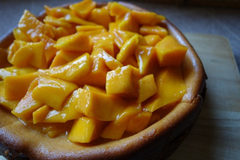 It's no secret that I am a fan of Thai desserts and working out of mama's magic kitchen again, I owe it to myself to just go for it! The result is…A rich almost sinful cheesecake, and for mama, the perfect mango twist.